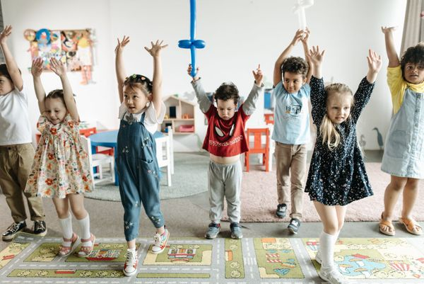Twoje dziecko nudzi się poza szkołą? Postaw na zajęcia dodatkowe!